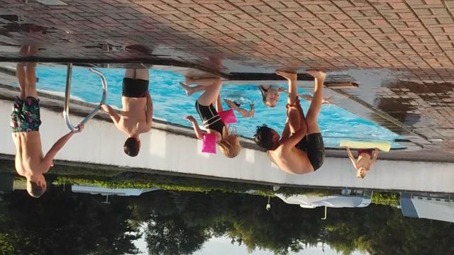 Sommerbad i poolen 😊